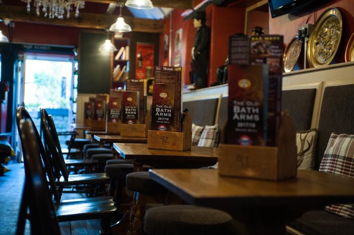 The Old Bath Arms - Bars © Martyn Payne 2016 0546