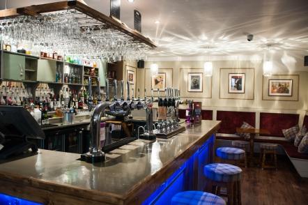 The Old Bath Arms - Bars © Martyn Payne 2016 0584