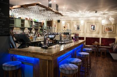 The Old Bath Arms - Bars © Martyn Payne 2016 0587