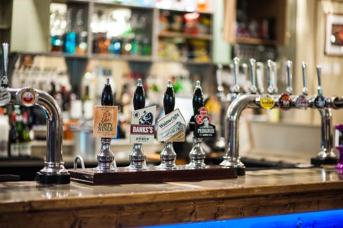 The Old Bath Arms - Bars © Martyn Payne 2016 0590