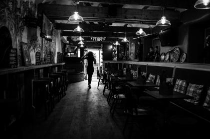 The Old Bath Arms - Bars © Martyn Payne 2016 0602